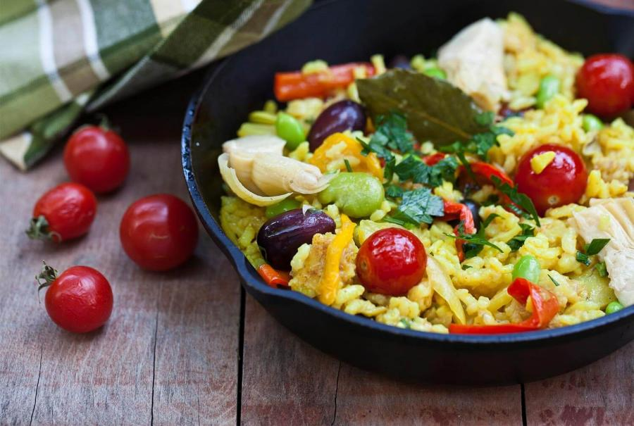 reasons to travel to andalucia paella