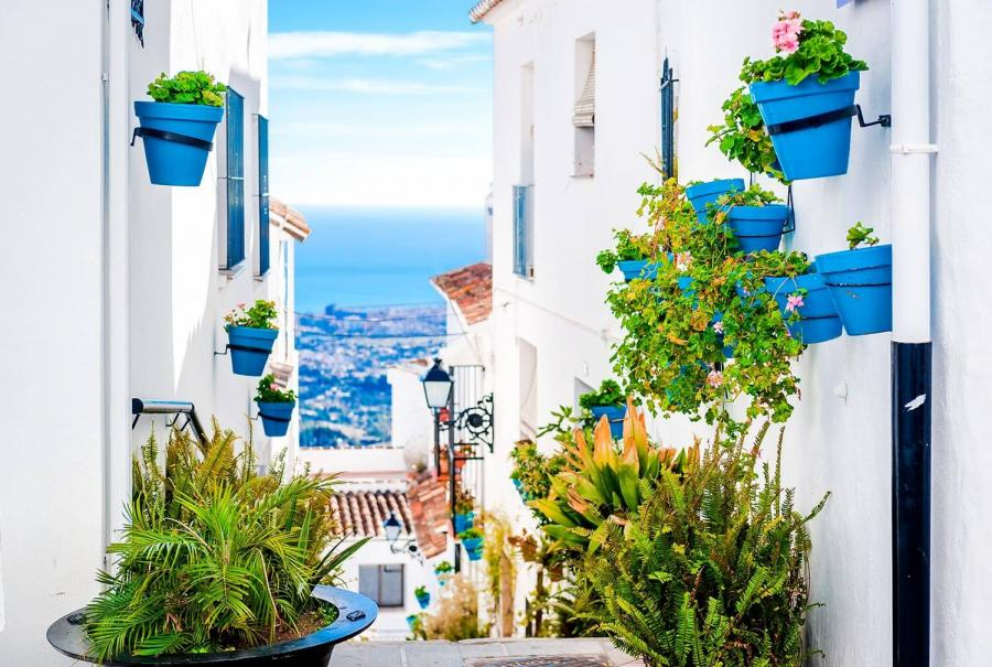 reasons to travel to andalucia street in mijas