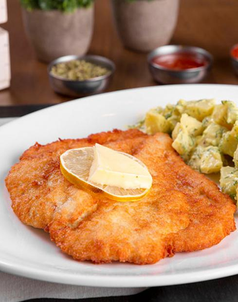 Wienerschnitzel with potatoes