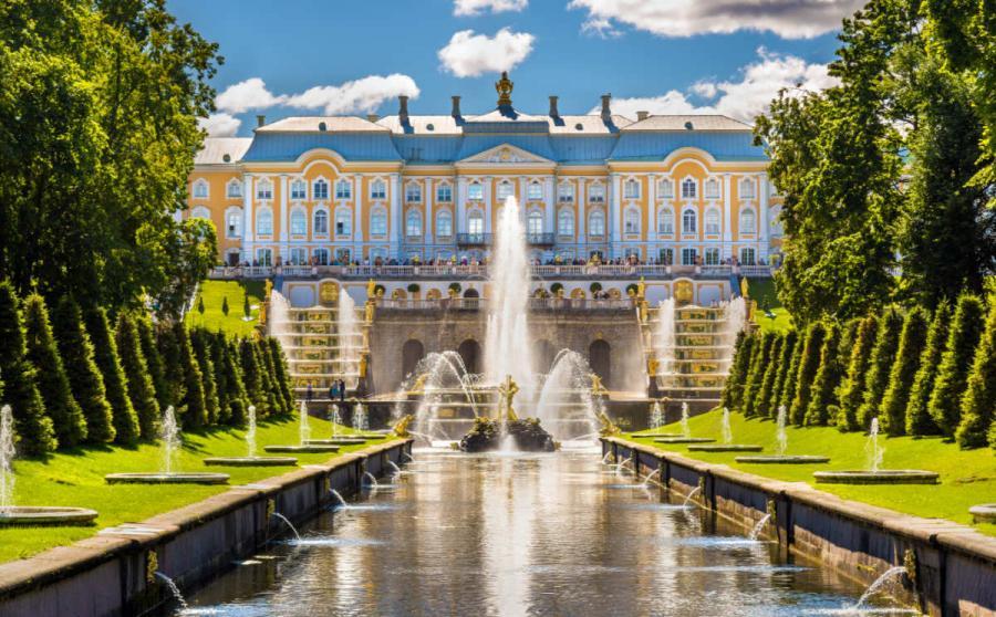 visit st petersburg Peterhof palace
