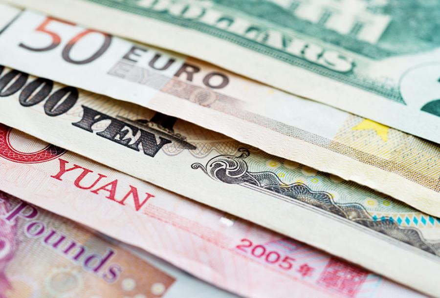 how to save money abroad foreign currency