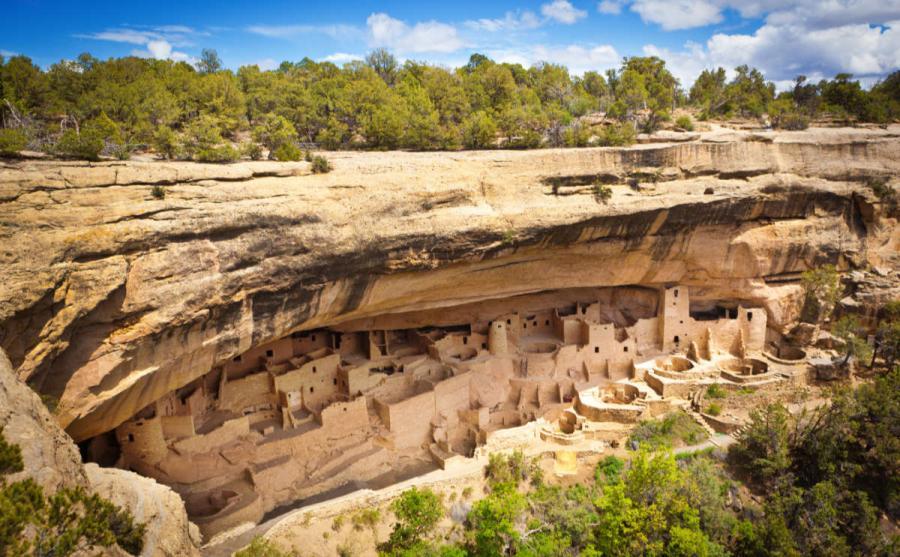 US national parks ancient pueblo cliff dwelling mesa verde