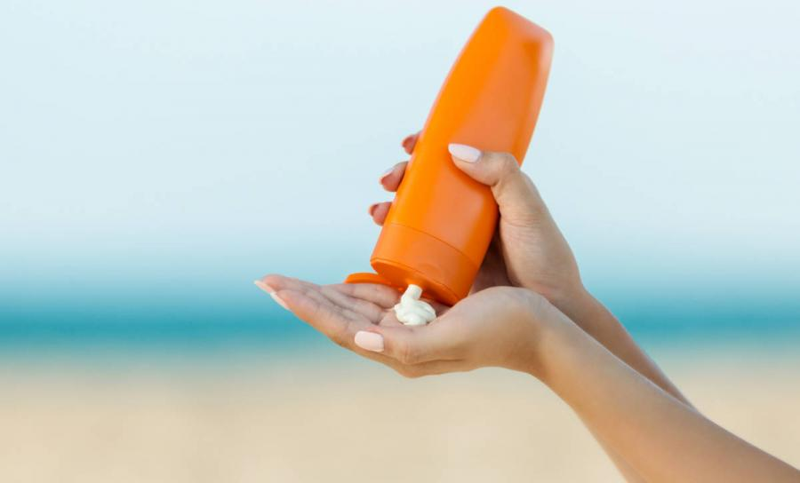essential travel items sunscreen
