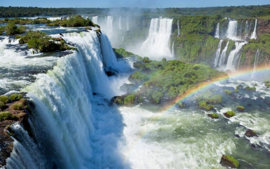 famous waterfalls iguaza waterfalls argentina