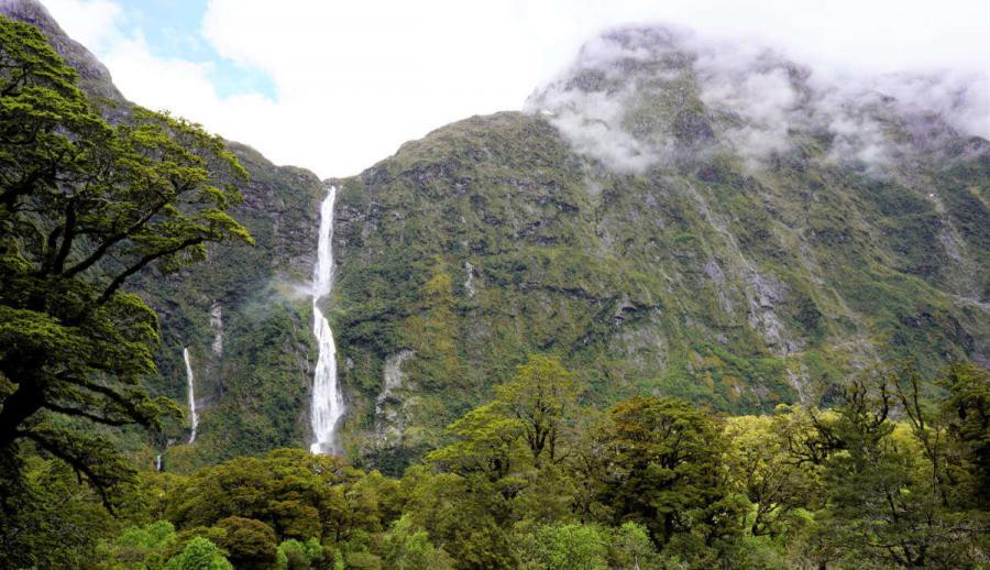 famous waterfalls sutherland falls