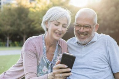 Ways to Keep in Touch for Less When Travelling