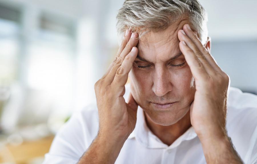 jet lag symptoms man with headache