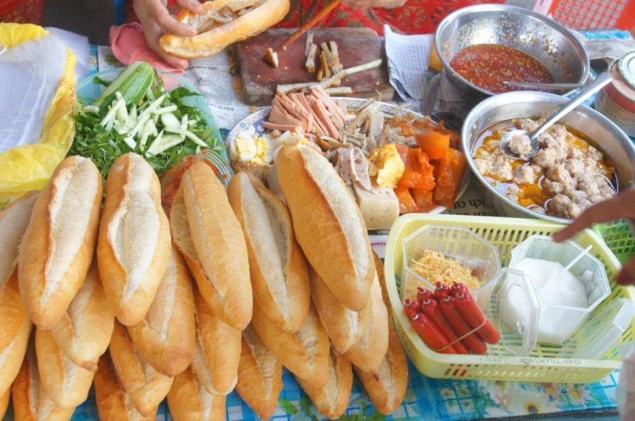 street food Bánh mì stall Vietnam