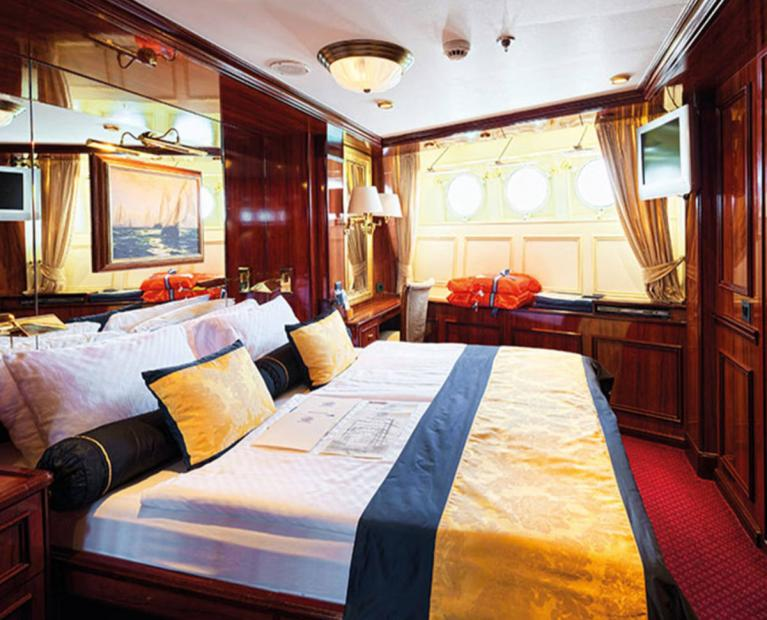 tall ships clipper luxury bedroom