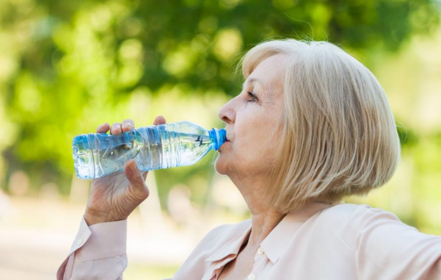 travel health advice keep hydrated by drinking water