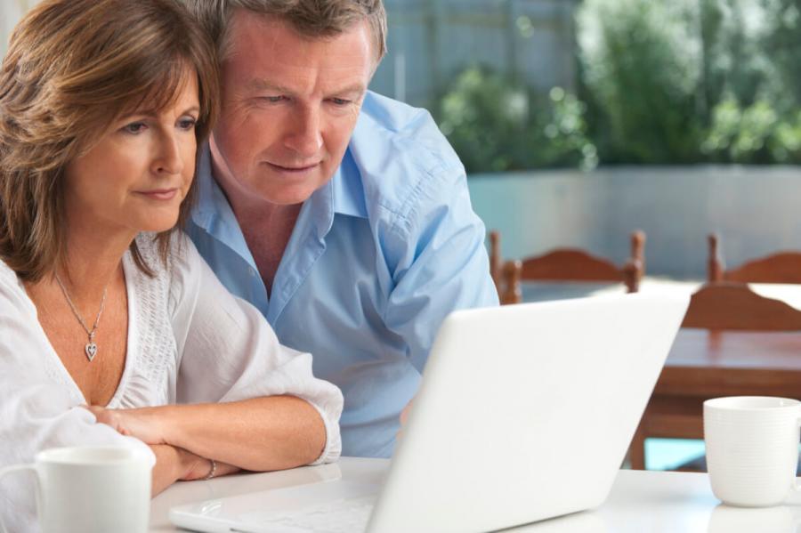over 50s travel insurance couple choosing insurance