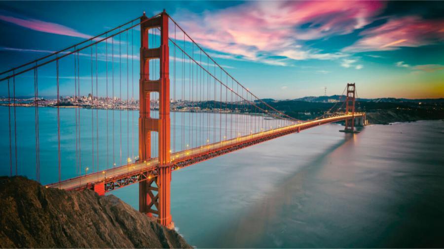 solo travel holidays golden gate bridge