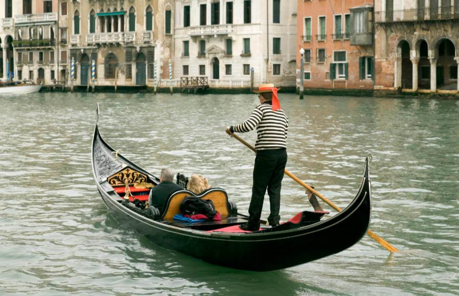 things to do in venice gondola ride on the grand canal
