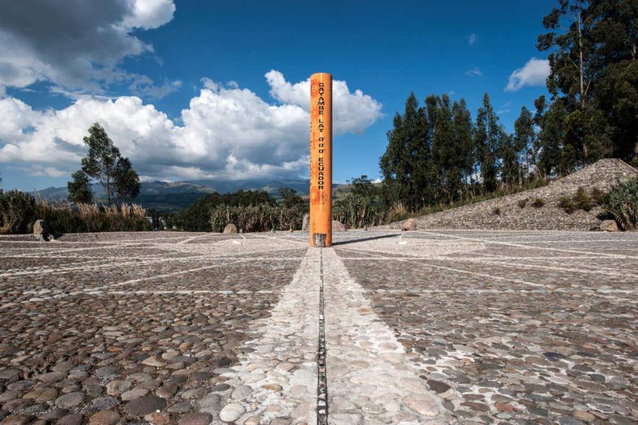 galapagos island holidays equator line monument