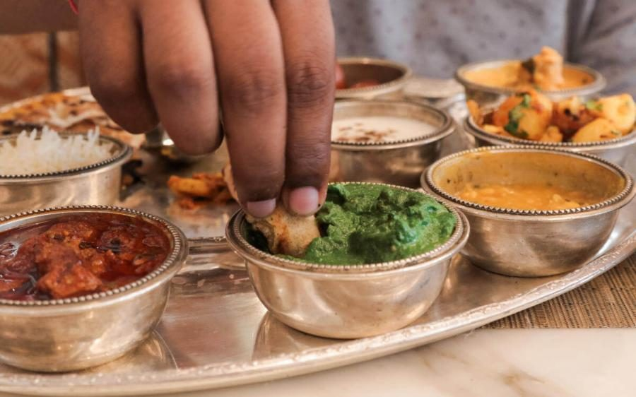 international etiquette eat with right hand india