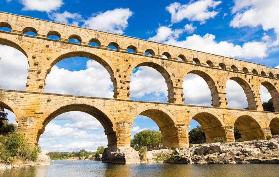 roman ruins pont du gard