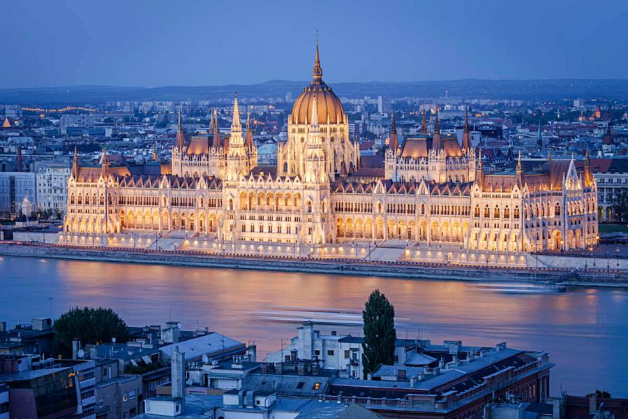 summer cruise budapest parliament building