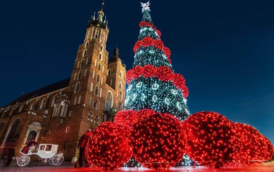 christmas decoradions for solo trvellers krakow poland
