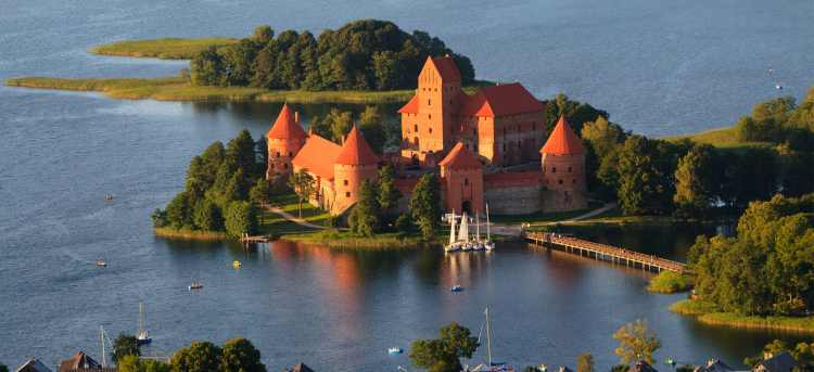 Visit the fairy-tale island castle of Trakai on our escorted tour
